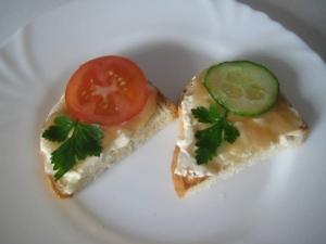 Бутерброды с икрой трески и плавленым сыром