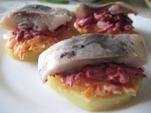 Бутерброды с селедкой и свеклой «Шуба» на праздничный стол