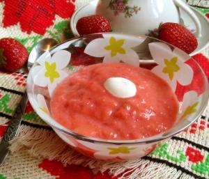 Детское фруктовое пюре из яблок и клубники для детей от 1 года
