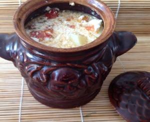 Фарш с овощами в горшочках в духовке