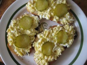 """Бутерброды с сыром и чесноком """"Гости на пороге"""""""