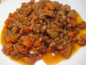 Гречка с овощами в томатном соусе