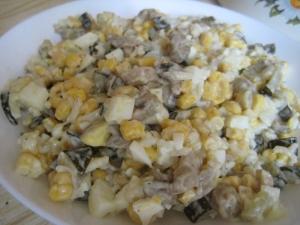Грибной салат с кукурузой и рисом