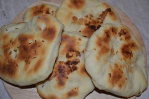 Лепешки Наан с чесноком в духовке