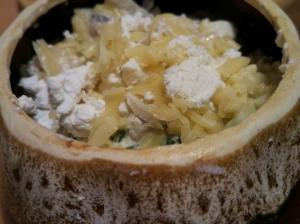 Ньокки в сливочном соусе с грибами и овощами в горшочках