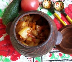 Овощное рагу с баклажанами и картошкой в горшочках в духовке