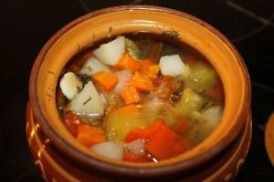 Овощное рагу с кабачками в горшочках