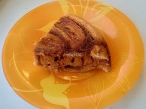 Пирог на сковороде с бананами и карамелью
