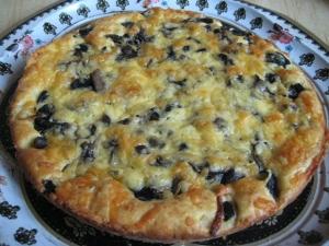 Пирог с грибами и сыром на быстром тесте на сметане: рецепт с фото