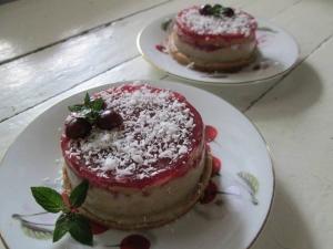 Пирожное из печенья со сгущенкой и желе без выпечки