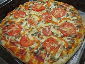 Пицца с грибами на толстом тесте
