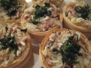 Праздничная закуска из печени трески в тарталетках