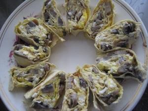Рулет из лаваша с начинкой из грибов с сыром