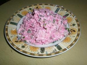 Салат из красной редьки с плавленым сыром