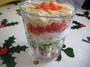 Салат-коктейль с ветчиной, сыром и перцем на праздник