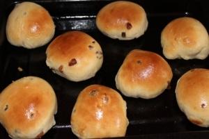 Сдобные булочки с изюмом