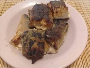 Скумбрия запеченная с майонезом, горчицей и хреном в духовке