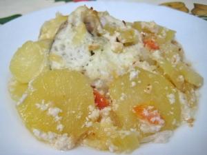 Судак с картошкой со сметаной в духовке