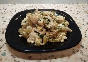 Цветная капуста с картошкой и горошком на сковороде