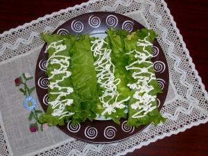 Закуска в салатных листьях на праздник