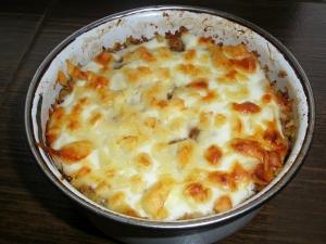 Запеканка из булгура с курицей, ореховым соусом и сыром