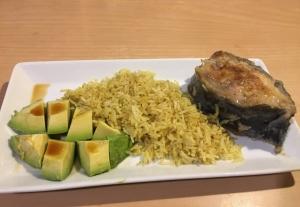 Жареный сом с рисом