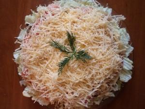 Салат с пекинской капустой, грибами и сыром