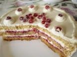Бисквитный торт с клюквой и сметаной
