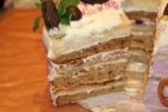 Бисквитный торт с морковью со взбитыми сливками и сгущенкой