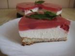 Бисквитный творожный торт с желе и клубникой