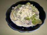 Брокколи с грибами и арахисом