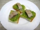 Бутерброды с селедкой и авокадо