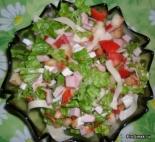 """Салат """"Цезарь"""" с ветчиной, помидорами и сыром"""
