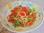 Диетическая фунчоза с курицей и овощами