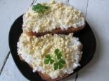 Гренки с плавленым сыром и яйцом