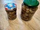 Грибы маринованные с листьями смородины на зиму