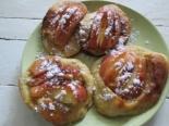 Яблоки в тесте на сковороде