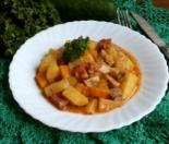 Картошка в горшочках с грибами, копчеными колбасками и тыквой