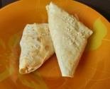 Конвертики из лаваша с курицей, сыром и овощами