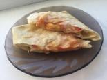 Конвертики из лаваша с сыром и помидорами на сковороде