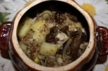 Курица с грибами и картошкой в горшочке в духовке