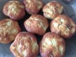 Маффины на кефире с яблоками и орехами в силиконовых формочках