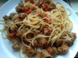 Макароны с соевым мясом и томатным соусом