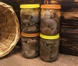 Маринованные рядовки с луком и корицей