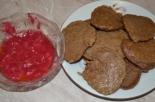 Печеночные оладьи с ягодным соусом