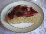 Пирог-перевертиш со сливами и карамелью