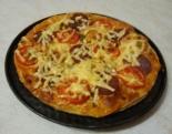 Пицца из слоеного теста с колбасой салями