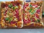 Пицца с кабачками и колбасой