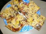 Пицца с колбасой и кукурузой в домашних условиях
