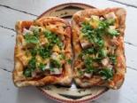 Пицца с вареной колбасой и сыром. Тесто без дрожжей